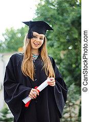 kéz, diploma, diplomás