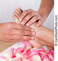 kéz, masszázs lábfej, alatt, ásványvízforrás