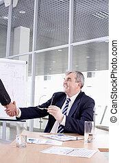 kézfogás, főnök