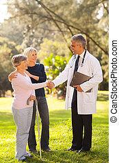 kézfogás, türelmes, orvos, középső, idősebb ember, idős