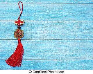 kínai, jó szerencse, jelkép, képben látható, fából való, kék, háttér.