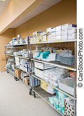 kórház, anyagi készletek, elrendez, képben látható, trollies