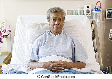 kórház, nő, idősebb ember, ágy, ülés