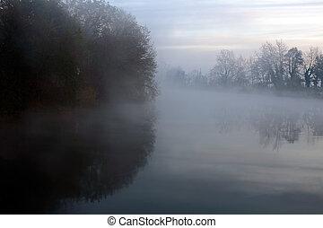 ködös, hajnalodik, képben látható, a, folyó