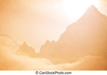 ködös, hegyek