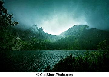 köd, és, sötét felhő, alatt, hegy.