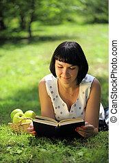 könyv, nő, fű, fiatal, felolvasás