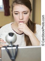 körülbelül, érintett, tizenéves, terrorizál, online, leány