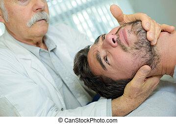 körperliches therapist, geben, hals, massage
