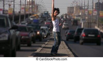 középső, leány, város, autóút, tánc