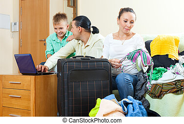 közönséges, család, közül, három, noha, poggyász, eldöntés, a, jelöltnévsor, képben látható, internet, alatt, otthon, folytatódik holiday