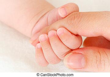 közelkép, birtok, tapogat, anya kezezés, csecsemő