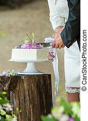 közelkép, középső gerezd, közül, egy, newlywed, éles, esküvő, cake.