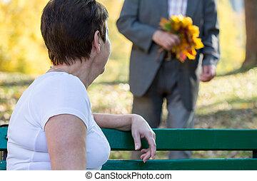 közelkép, közül, idős, nő