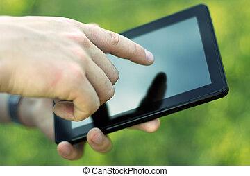 közelkép, tabletta, ellenző, modern, kéz, megható, pc., ...