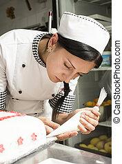 küchenchef, kuchen, gebäck, dekoriert