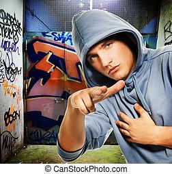 kühl, schauen, rowdy, in, a, graffiti, gemalt, einfahrt