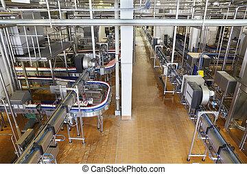 különböző, palack, kereszteződő, halmok, csövek, fém, gyár, conveyers, nagy, megfej