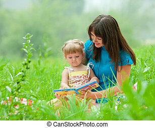 külső, lány, együtt, könyv, anya, felolvasás