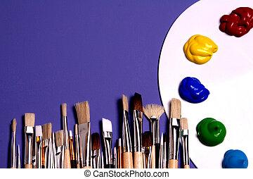 künstler, farbpalette, mit, farben, und, bürsten,...