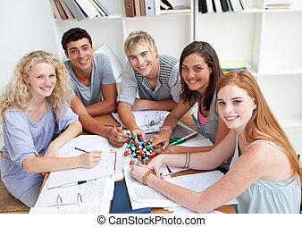 kąt, badając, nastolatki, biblioteka, wysoki, nauka