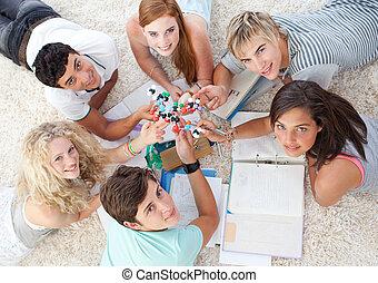 kąt, podłoga, badając, nastolatki, wysoki, nauka