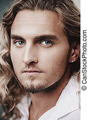 kędzierzawy, blond, człowiek