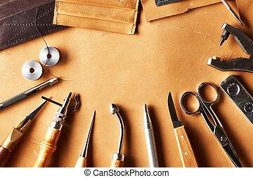 kůže, crafting, otesat dlátem