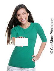 kaart, vrouw, advertentie, aziaat, ongedwongen, tekst, het tonen, vasthouden, leeg, jonge, vrolijke , meldingsbord, zakelijk