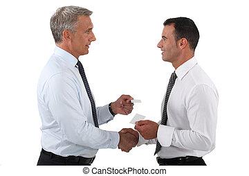 kaarten, wisselen, bezoek, zakenlieden, duo