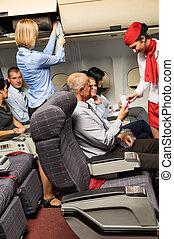 kaartjes, inzittende vlucht, bediende, controleren, cabine