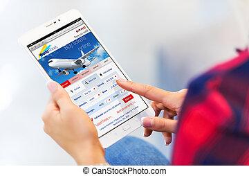 kaartjes, vrouw, tablet, jonge, lucht, computer, online, aankoop