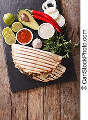 kaas, mexicaanse , verticaal, bovenzijde, avocado, rundvlees, quesadilla, bonen, close-up., aanzicht