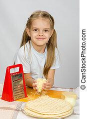 kaas, weinig; niet zo(veel), aanstrijken, grated, tafel, meisje, pizza