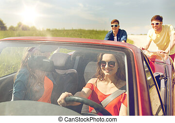 kabrió, autó, rámenős, törött, barátok, boldog