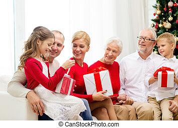 kadootjes, thuis, het glimlachen, gezin