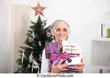 kadootjes, vrouw, oud, kerstmis, vasthouden