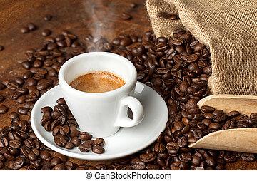 kaffe kopp, med, jute plundra, av, steket, bönor, och, skopa