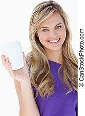 kaffe, räcka kopp, le womanen, blondin