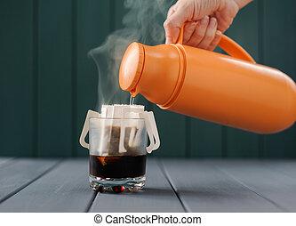kaffe termos, droppa, vatten, varm, tillverkning