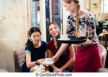 kaffe, tjänande, restaurang, stilig, vänskapsmatch, servitris