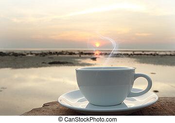 kaffeetasse, in, der, morgen, auf, terrasse, flachdrehen,...