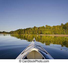 kajak, na, cichy, jezioro