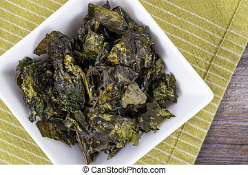 kale chips snack - healthy snack seasonned kale chips bowl...