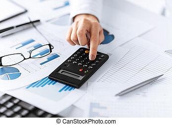 kalkulačka, manželka, doklady, rukopis