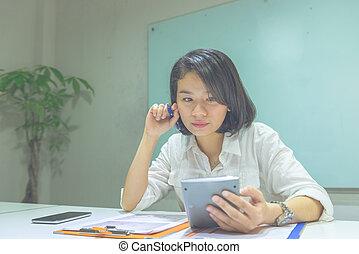 kalkulator, kobieta, pracujące biuro, asian