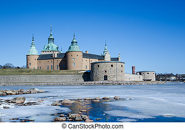 Kalmar medieval castle - Springtime with melting ice in...