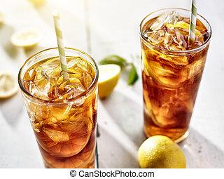 kalte , eingefrorener tee, mit, stroh, und, zitrone schneidet, in, sommer, sun.