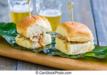 Kalua Pork Sliders - Kalua pork sliders on sweet Hawaiian ...