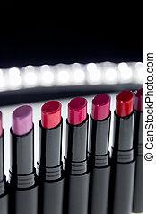 kamień, lipsticks., barwny, kasownik, fason, profesjonalny, beauty., czarnoskóry, makijaż, komplet, bokeh, czerwony, zatracony, tło., szminka, kolor, biały